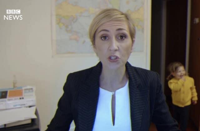 «Woman interrupted during BBC interview», la parodie marrante et maline
