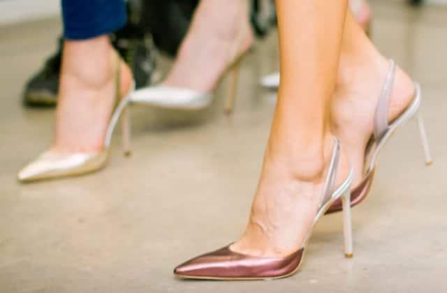 Les femmes peuvent-elles légalement être forcées de travailler en talons?