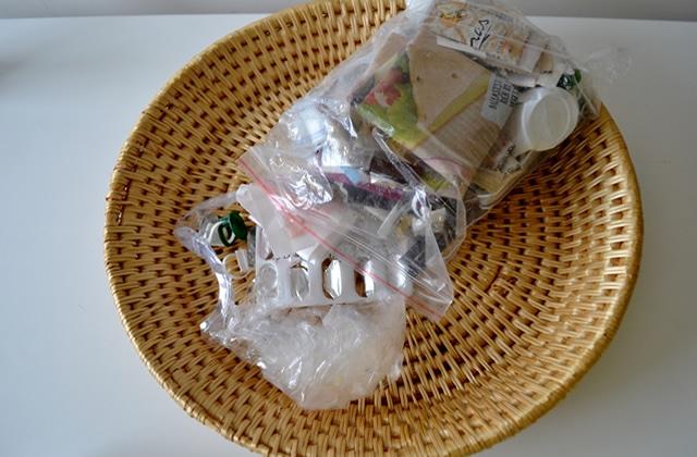 Comment Aline, 21 ans, a réussi à réduire 6 mois de déchets au contenu de ce petit sac