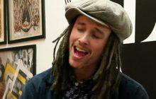 Découvrez JP Cooper et son groove irrésistible avec sa chanson September Song en acoustique