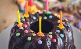 Trois recettes sans four de gâteaux d'anniversaire… trouvées sur Pinterest !