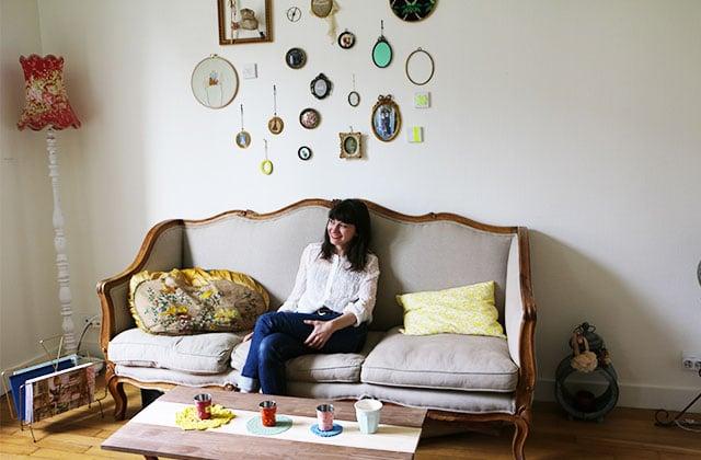 Dans l'appart de Camille, créatrice de bijoux et chineuse de vêtements à Paris