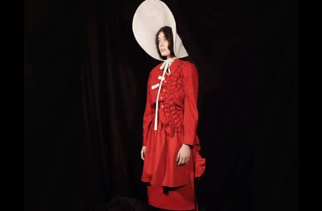 The Handmaid's Tale inspire une collection mode troublante