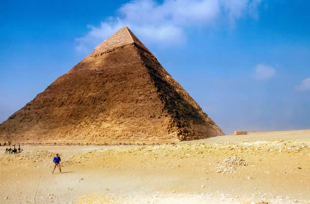 Comment les pyramides ont-elles été construites?
