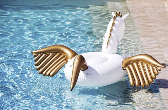 Onze bouées super classes pour te la péter comme jamais au bord de la piscine