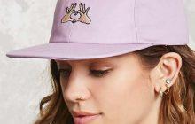 Sélection de 10 casquettes en soldes pour être la plus cool kid des cool kids