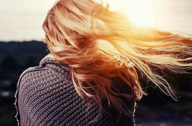 Ode à la blondeur: conseils et astuces pour entretenir ses cheveux blonds!