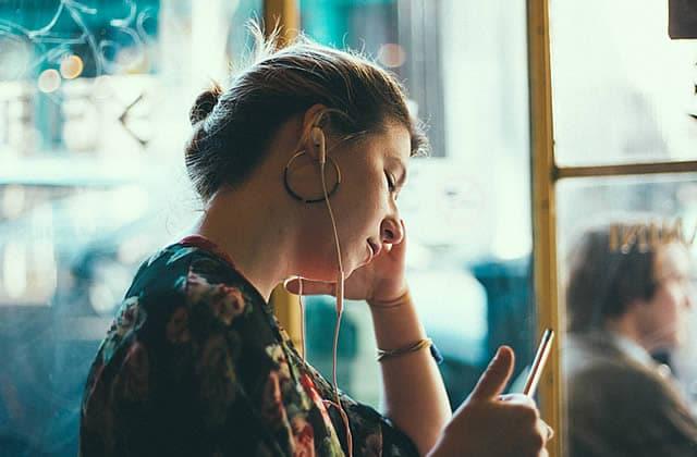 Écoute madmoiZelle partout où tu vas avec nos podcasts audio !