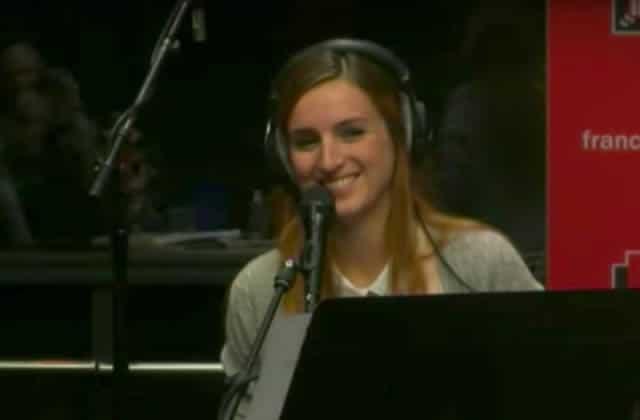 Alison Wheeler rend hommage à sa poitrine en chanson pour lutter contre le cancer du sein
