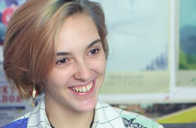 J'ai 16 ans, et je ne vais toujours pas à l'école — Ayla nous donne de ses nouvelles