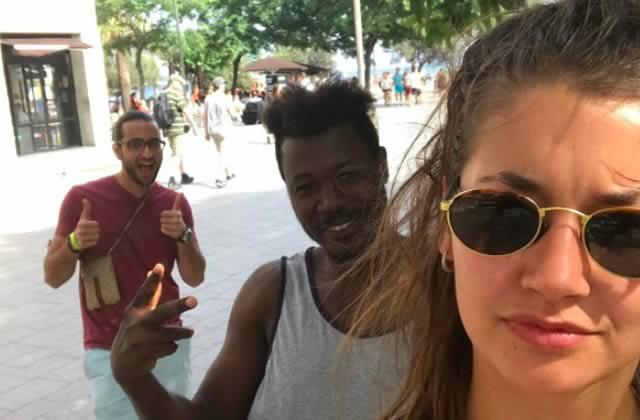 Un mois de selfies avec ses harceleurs de rue, l'étonnante expérience d'une étudiante