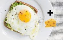 Recette de tartines à l'avocat, œuf sur le plat et comté