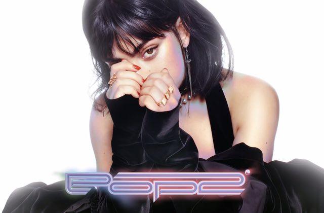 Charli XCX, Tove Lo et Alma allient leurs forces sur «Out of My Head»
