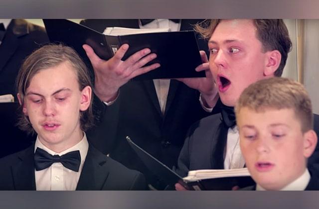 Une chorale chante après avoir mangé des piments extra-forts et j'avoue j'ai ri