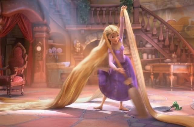 L'ado aux cheveux les plus longs du monde se présente dans une vidéo