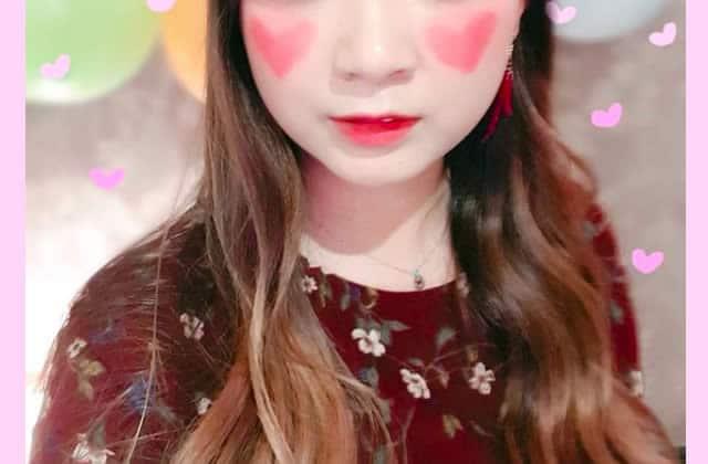 Le blush en forme de coeur te fait monter le rouge aux joues