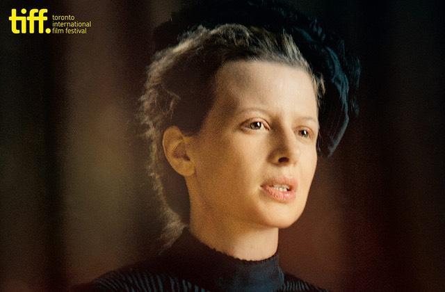 4 raisons d'aller voir Marie Curie, le biopic d'une femme révolutionnaire, au cinéma