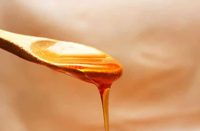 Le miel serait-il un remède naturel à l'acné?