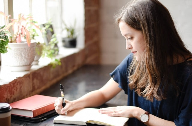 L'écriture automatique, je m'y mets chaque matin et ça m'aide énormément