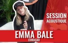 Emma Bale chante le titre aérien Curaçao en session acoustique
