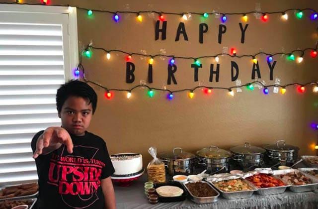 Son anniversaire Stranger Things fait un flop, il reçoit la meilleure des surprises
