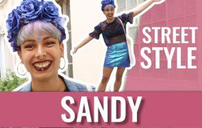 Sandy, toute de brillant vêtue, sait dabber avec ses jambes — Street Style