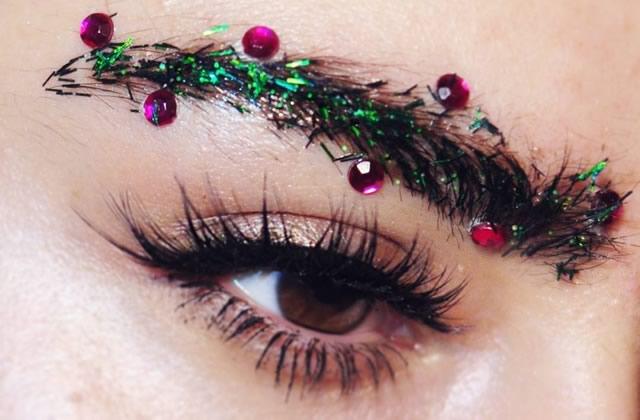 Qu'est-ce que le «Holiday Brow», le maquillage de sourcils pour Noël ?