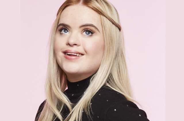 Kate Grant, égérie Benefit atteinte de trisomie21, fait avancer la diversité!