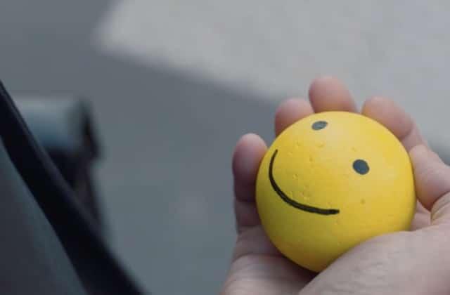 Répands le bonheur plutôt que des énergies négatives grâce à ce court-métrage