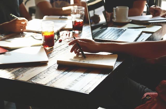 Participe à un atelier d'écriture gratuit pour aiguiser ta plume!