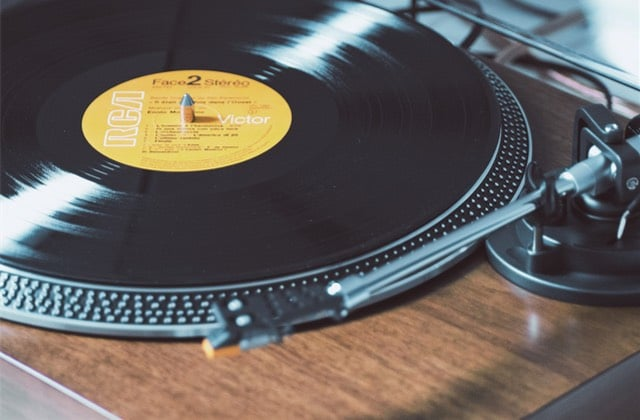 10 vinyles pas chers qui vont ensoleiller ta vie