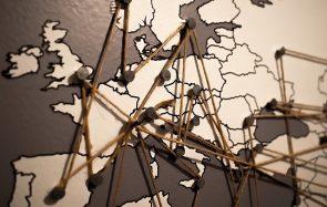 Apprends-en plus sur Erasmus, qui a ouvert bien des frontières