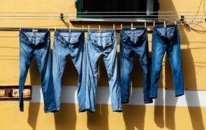 Laver un jean: à quelle fréquence ? En machine ou à la main?