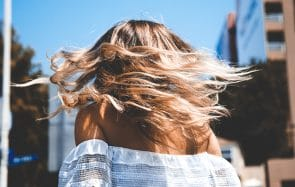 Des idées de coiffures pour la canicule qui changent de la queue de cheval