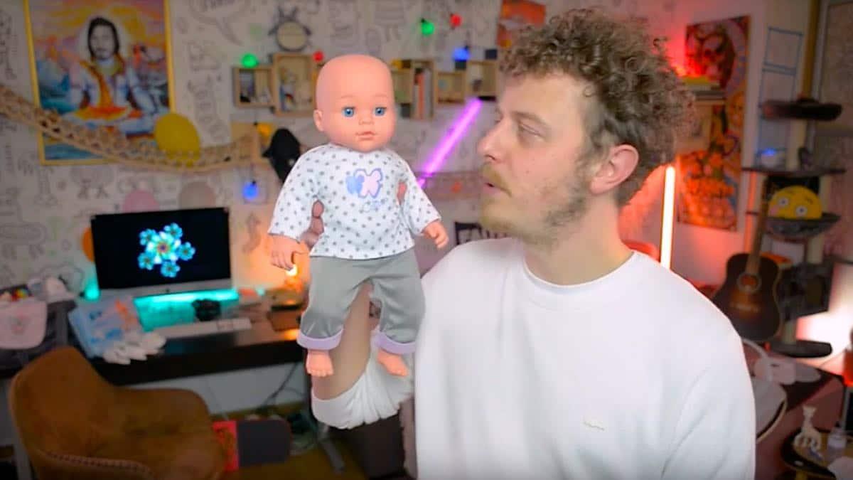 Norman fait une vidéo sur sa vie de jeune papa
