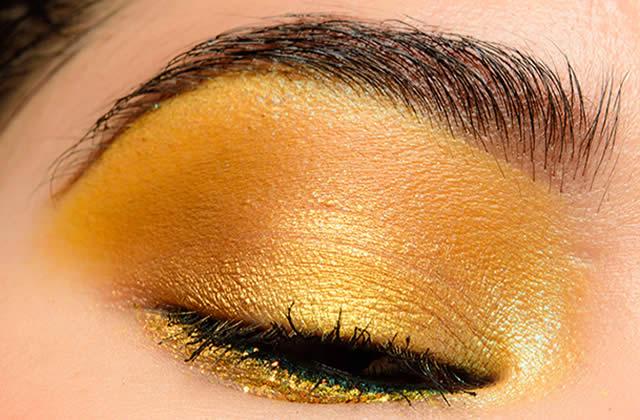Comment porter le maquillage jaune sur les yeux?