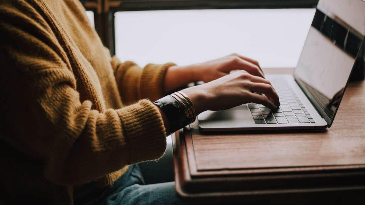 Et si tu te reconvertissais dans les métiers du numérique grâce à une formation courte ?