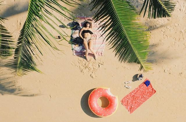 Playlist d'été pour chiller pendant une journée caniculaire