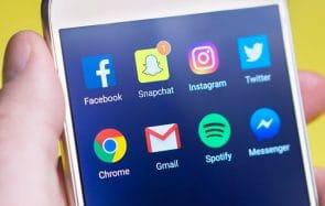 Comment les réseaux sociaux te maintiennent connectée