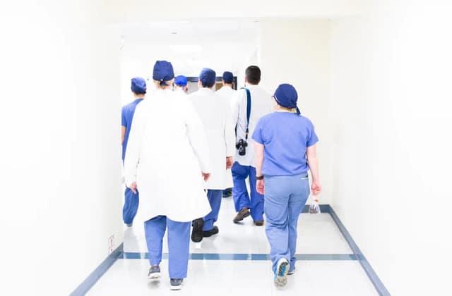 Les tenues «unisexe» à l'hôpital ne sont pas adaptées à tout le monde