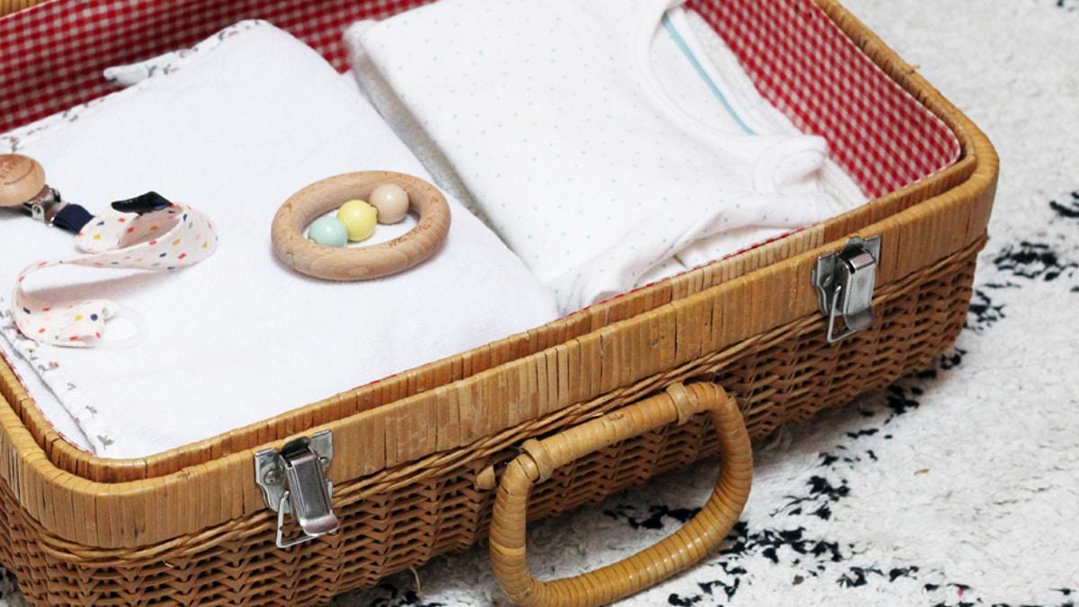 La valise de maternité en 12 astuces qui changent tout