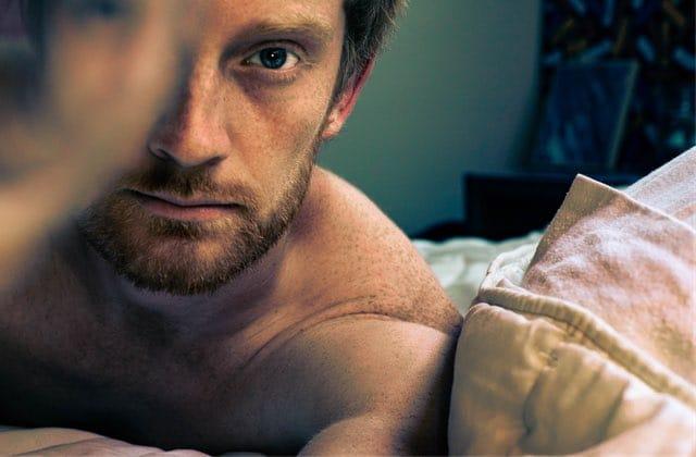 Les mecs qui regardent du porno sont-ils plus dominants au lit?