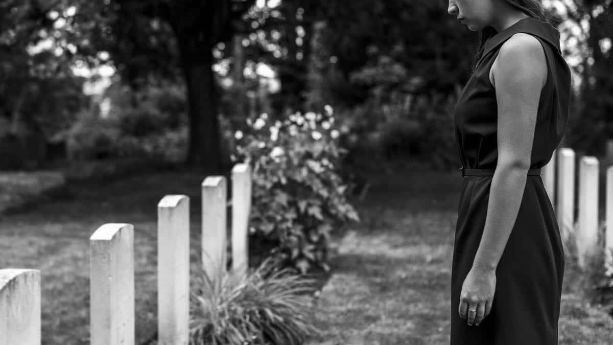 Comment faire face au décès d'un proche et traverser les étapes du deuil