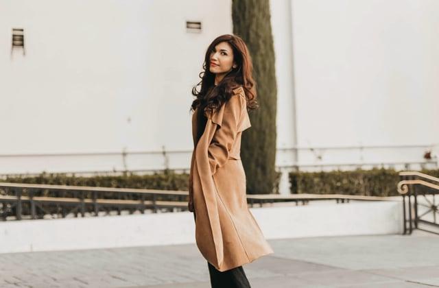 3 conseils pour porter le manteau long quand on est petite