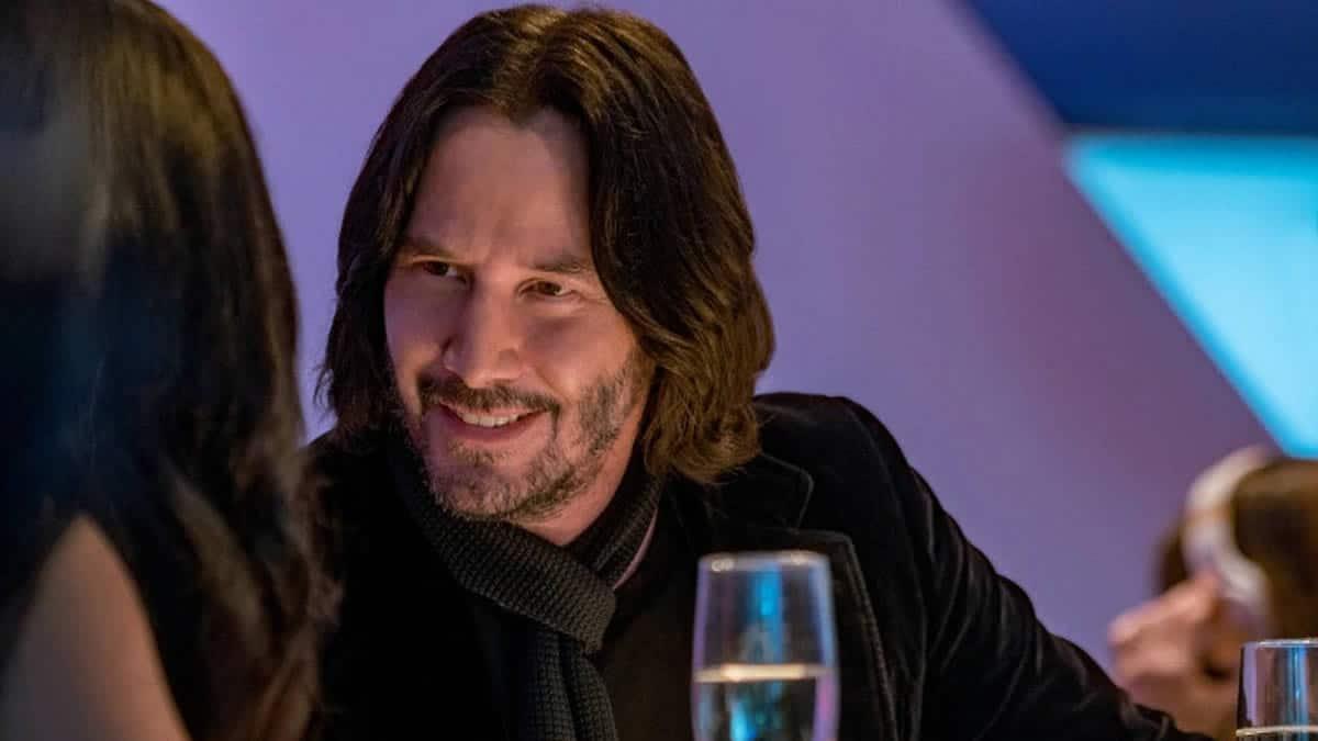 Keanu Reeves sort avec une femme «de son âge», et ça fait réagir