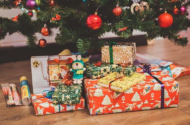 Faut-il ouvrir ses cadeaux de Noël le 24 au soir ou le 25 au matin?