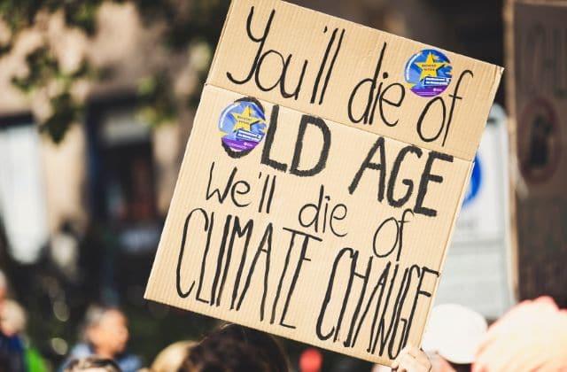 Ados écolos VS boomers, le choc des générations