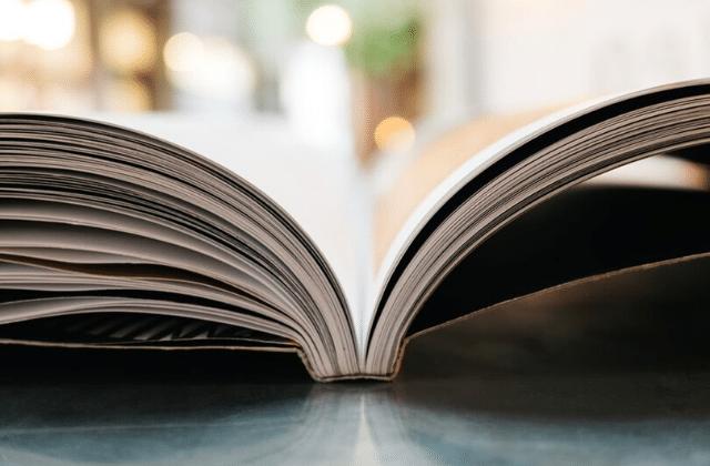 Couper ses livres en deux, astuce de génie ou véritable crime?