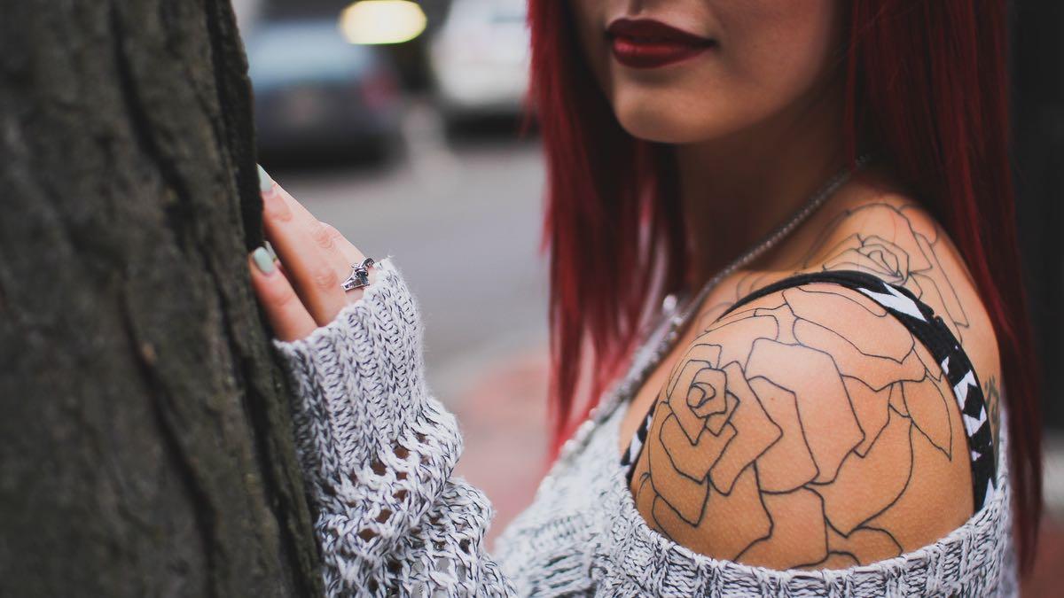 Je suis une mère tatouée et piercée et apparemment, ça en gêne certains