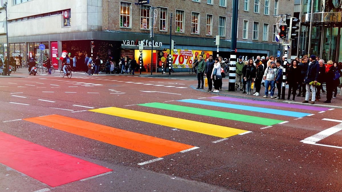 Les discriminations subies par les personnes LGBT+ au travail dévoilées